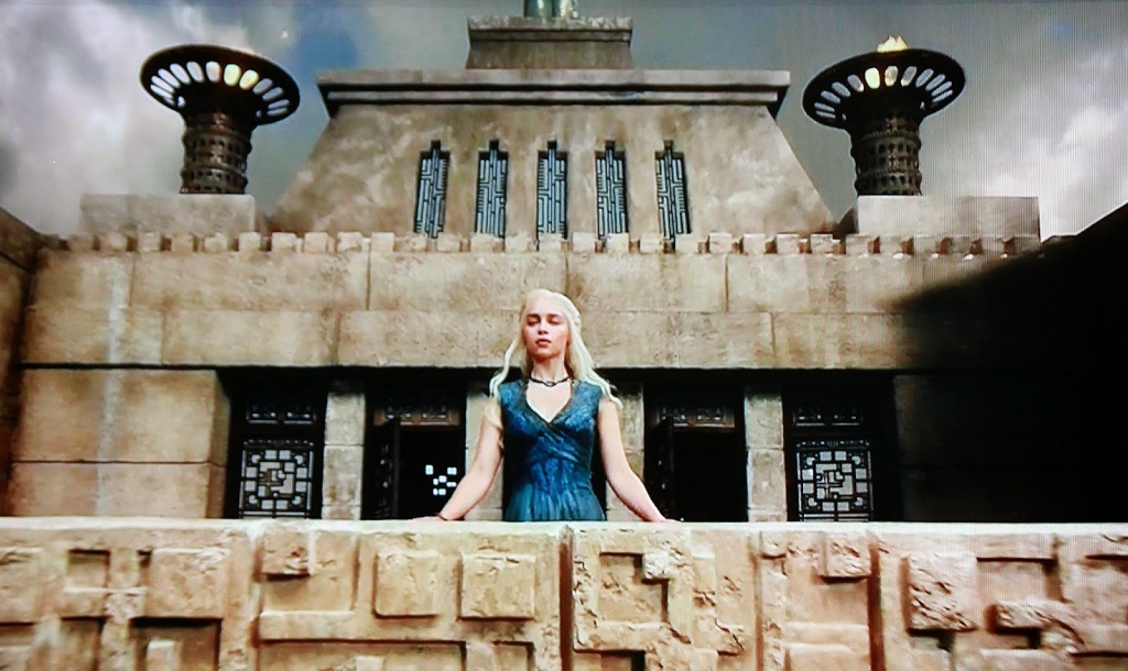 mother-of-dragons-at-ennis-house