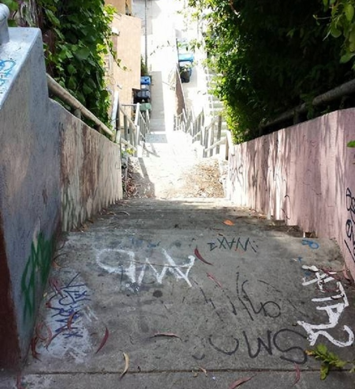 ave-41-stairway