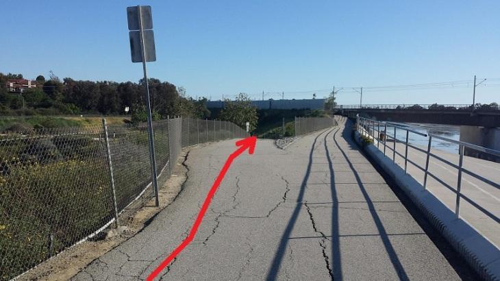 Fork in bike path by Blue Line Bridge