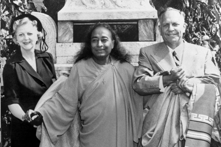 05 Yogananda with Gov Knight 1950
