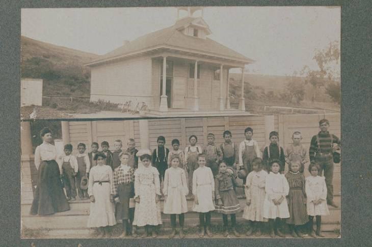 17 Students_and_teacher_of_the_Canyon_School_Santa_Monica_Canyon_Calif1902