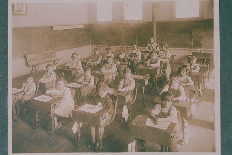 18 Canyon_School_classroom_Santa_Monica_Canyon_October_13_1911