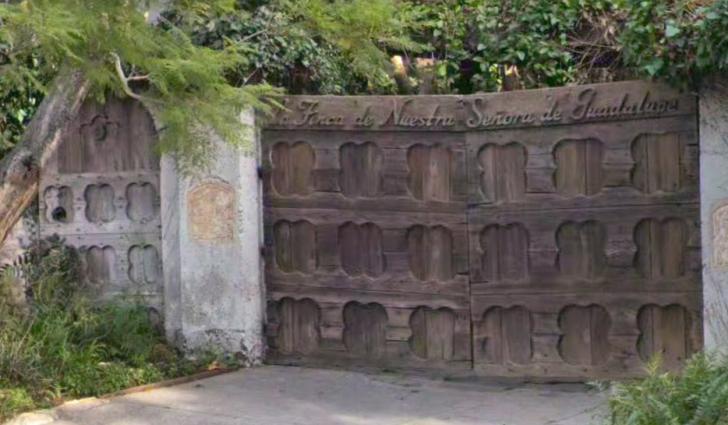 32 La Senora back gate