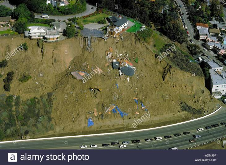 44 parts-of-home-slides-down-bluffs-in-pacific-palisades-california-after-ADMJ6F